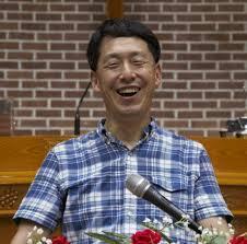 환하게 웃는 김동호 총회장